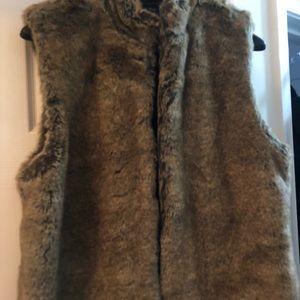 Women's zip fur vest size xl